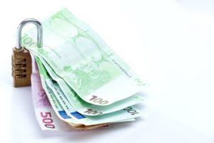 Verfügbarkeit Festgeld Sicherheitsschloss mit Euroscheinen